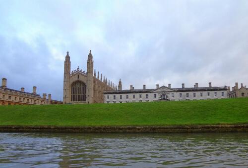 敷地内を流れるケム川から見るケンブリッジ大学 4