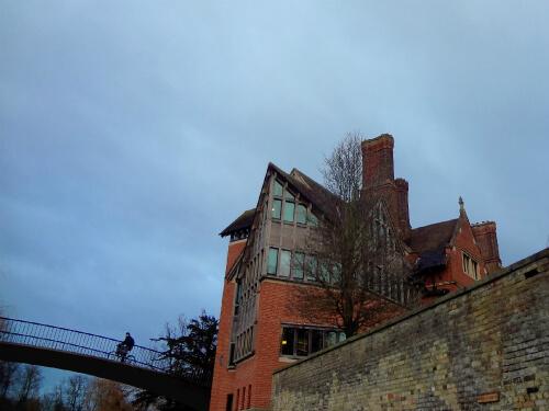 敷地内を流れるケム川から見るケンブリッジ大学 5