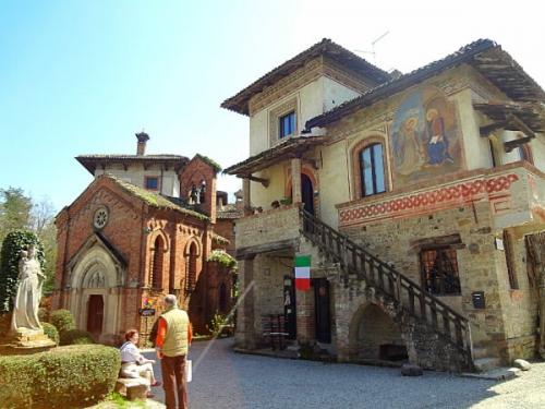 中世の雰囲気がそのまま残る小さな町、Grazzano Visconti。