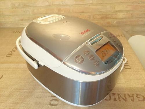 新調したヨーロッパ用プラグの炊飯器