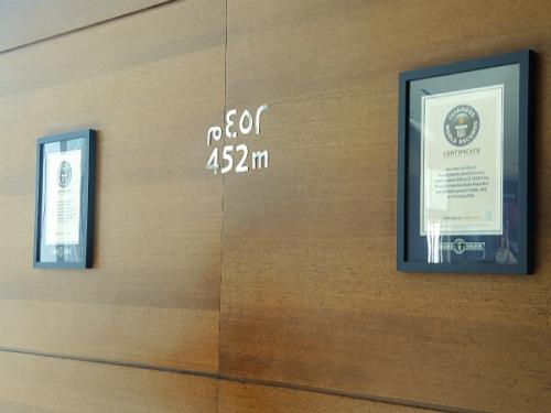452mの展望台には証明書まで掲示されてます