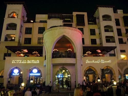 雰囲気のいいバーやレストランがひしめく、Souk Al Bahal